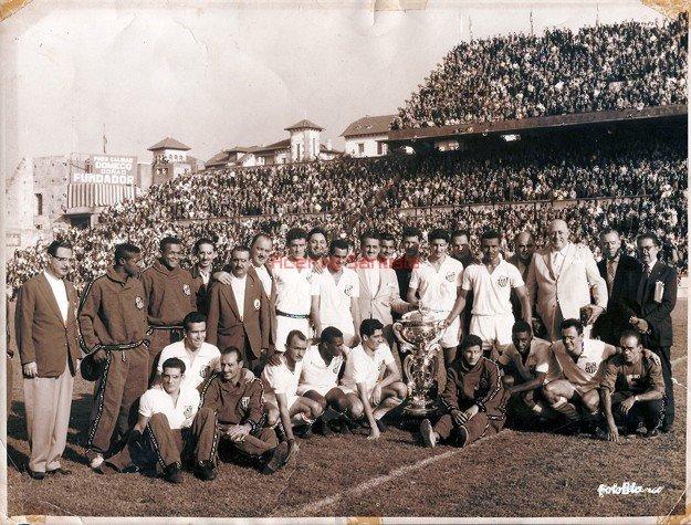 1959-06-21-santos-vence-o-botafogo-por-4-a-1-e-conquista-o-trofeu-tereza-herrera-em-la-coruna-na-espanha