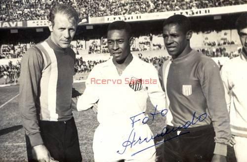 1964-05-07-racing-club-de-avellaneda-1-x-2-santos-amistoso-pele-e-dorval-como-rivais