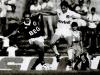 Ronaldo Castro e Arizinho: duelo de mãos e pés no 0 a 0 em Goiânia.