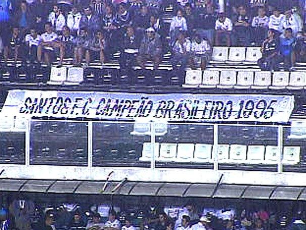 Faixa na Vila Belmiro em 2005: torcida relembra 10 anos após a polêmica final.