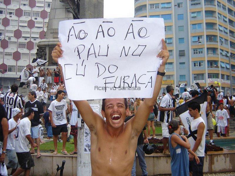 O torcedor santista era só alegria na Praça da Independência, em Santos.