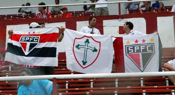 2006-04-09-paulista-santos-x-lusa-10-bambis-torcendo-pela-lusa