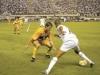 2005-08-11-santos-1-x-1-brasiliense-robinho-ensaia-drible-diante-jogador-do-brasiliense