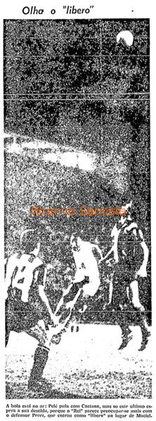 1965-03-25-santos-5-x-4-penarol-pele-olha-o-libero-600