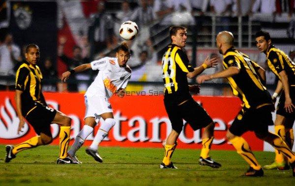 2011-06-22-neymar-x-penarol-600_0