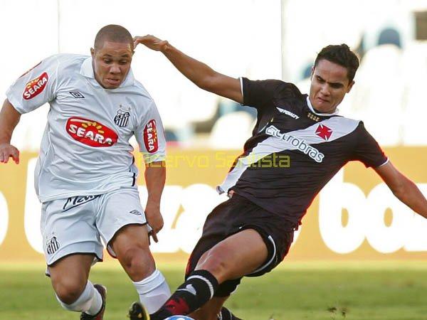 2010-06-06 - Madson,  jogador do Santos, durante partida contra o Vasco, na Vila Belmiro