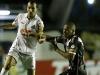 2010-09-28 - Titi do Vasco disputa lance com Edu Dracena do Santos